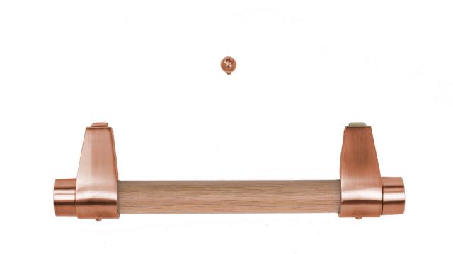 moderne Holzstangengriffe mit dezenten Halterungen in Kupfer (Holzstangen immer passend zum Sarg)