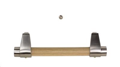 moderne Holzstangengriffe mit dezenten Halterungen in Edelstahl (Holzstangen immer passend zum Sarg)