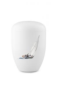 Urnen online Shop Auswahl: Weiße Biourne Segelboot Motiv