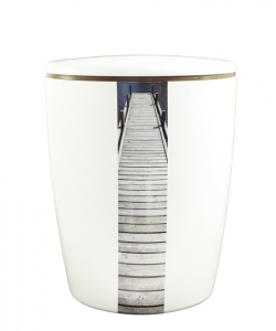 Urnen online Shop Auswahl: Urne weiß vertikales Motiv Steg am See